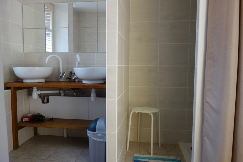 salle de bain: 2 lavabos - 2 douches